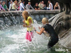 Девушки и фонтаны