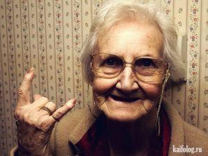 Позитив на понедельник. Бабка жгет в троллейбусе