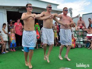 Мужики танцуют