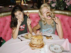 Как девушки едят