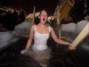 Девушки на крещенских купаниях