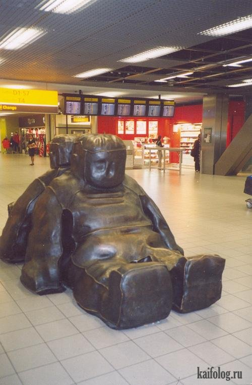 Самые нелепые скульптуры (18 фото)