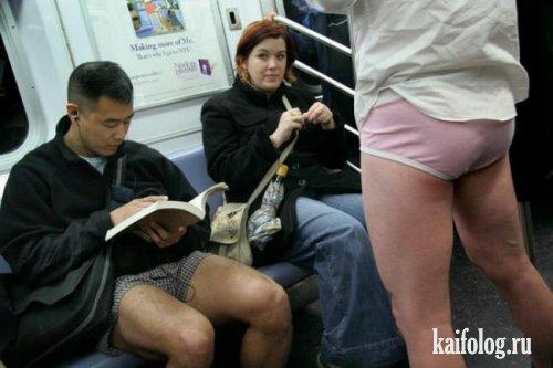 В метро в трусах (12 фото)