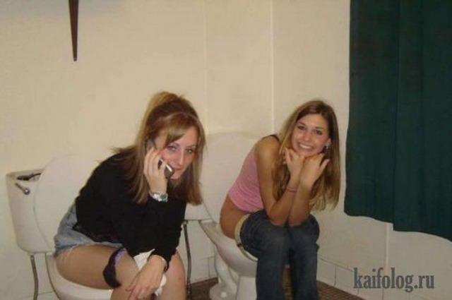 Девушки на унитазах (40 фото)