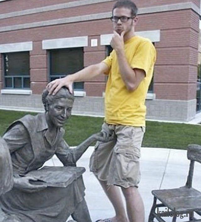 Люди и статуи (55 фото)