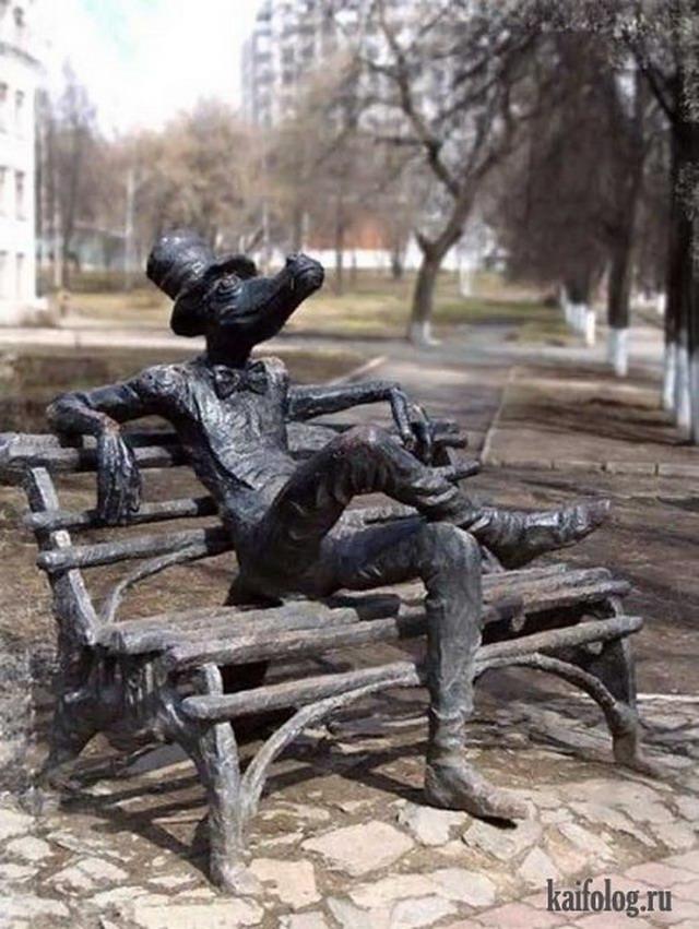 Чисто русские статуи и памятники (45 фото)