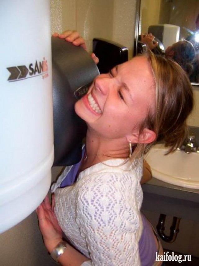 Любители сушилки для рук (25 фото)