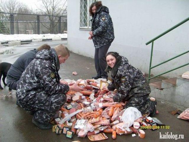 Приколы про колбасу (45 фото)
