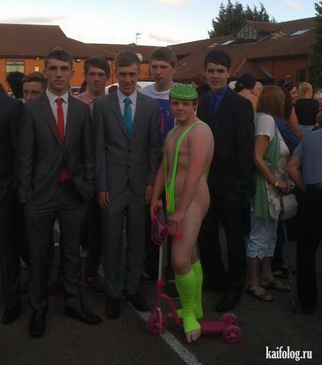 В Великобритании школьник пришел на выпускной в костюме Бората.