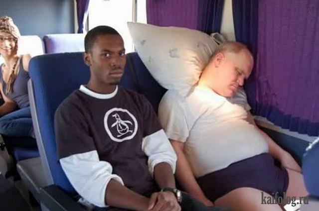 Спящие в общественном транспорте (55 фото)