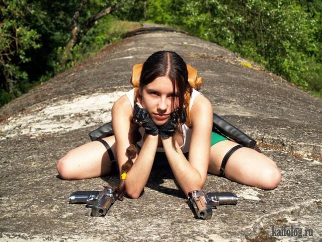 Девушки и оружие (45 фото)