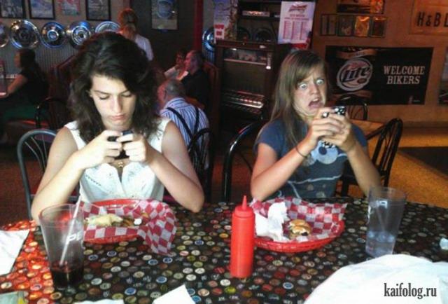 Девушки едят (35 фото)