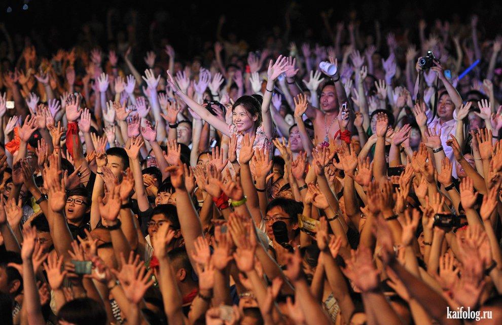 golie-fanatki-na-kontsertah