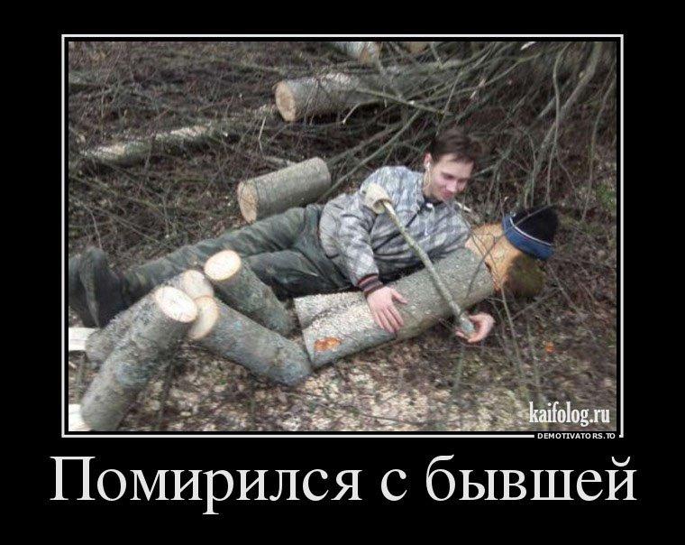 foto-devushka-na-brevne