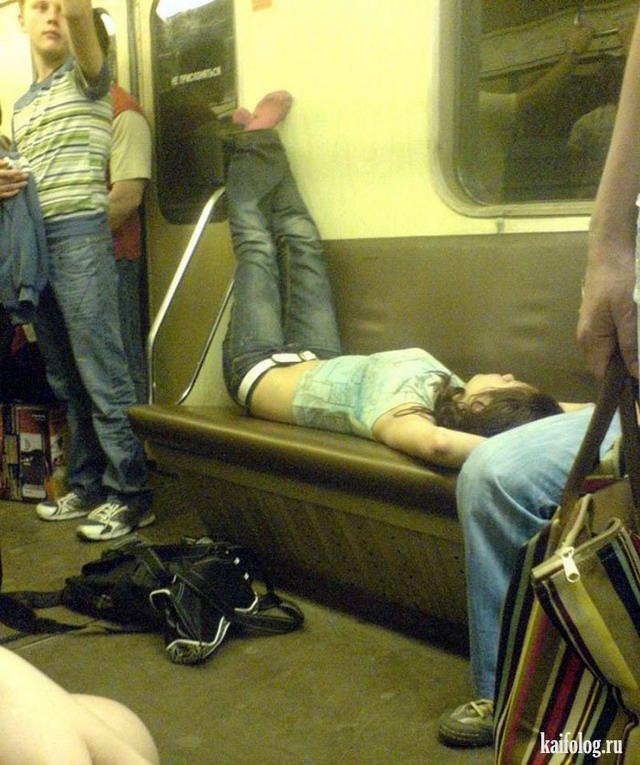 Голые девки в общественном транспорте 7