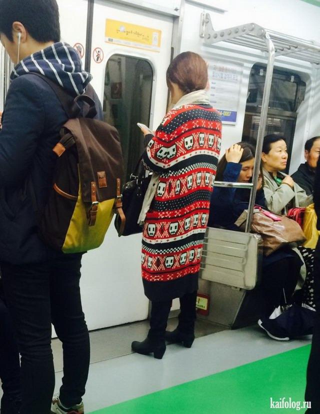 Девушки в общественном транспорте (45 фото)