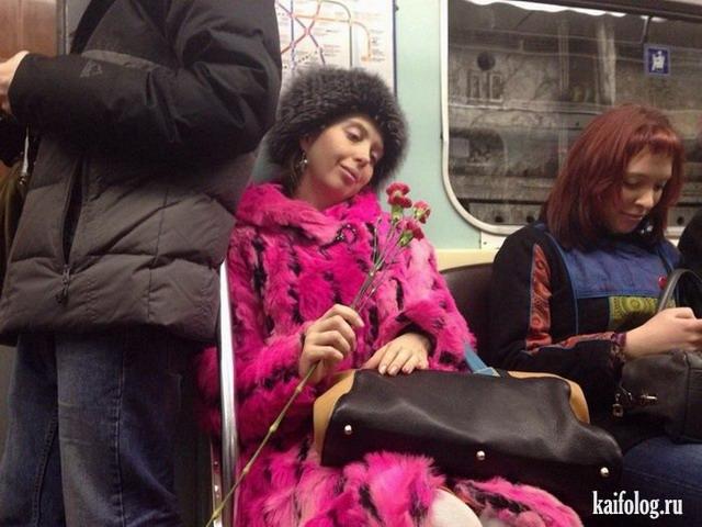 Люди в метро (55 фото)