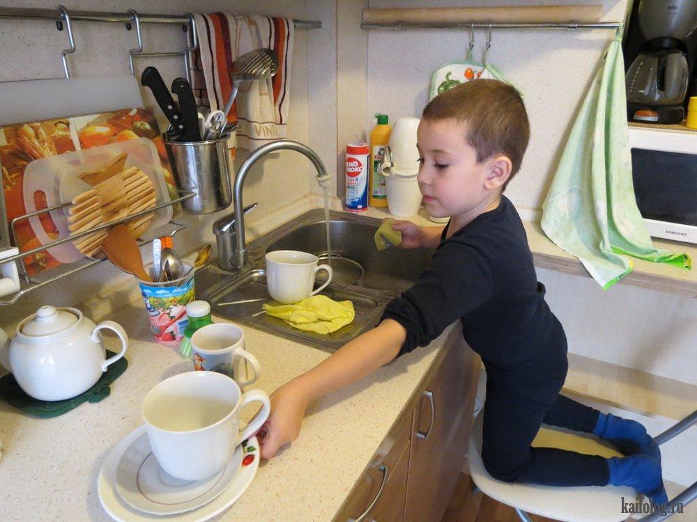 чтобы картинка мамины помощники папа моет посуду исходном кадре небо