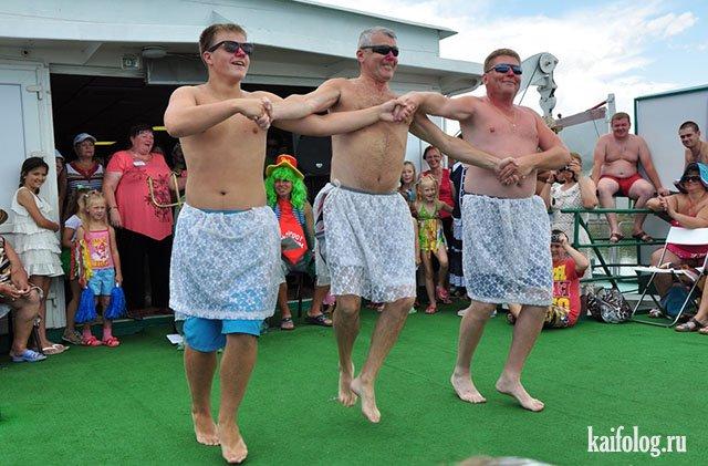 Мужики танцуют (видео)