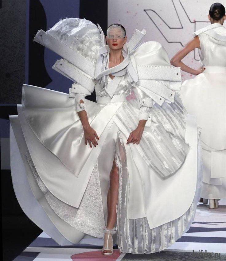 того, самые необычные платья в мире фото оно имеет