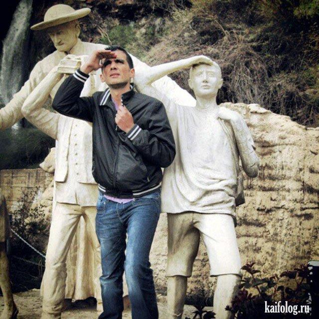 Прикольные фото с памятниками (45 фото)