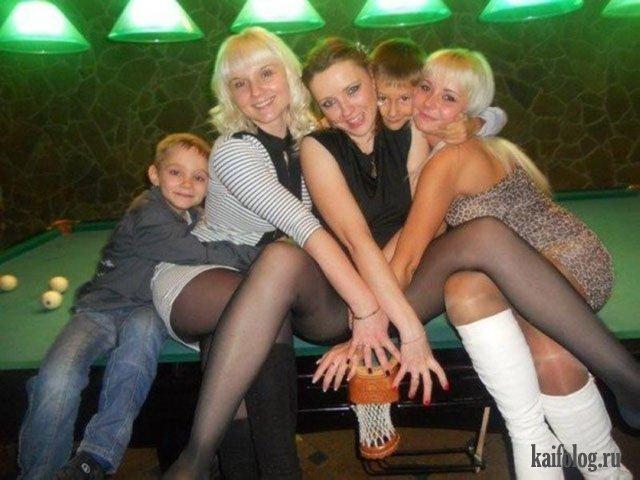 Прикольные пятничные девушки (45 фото)