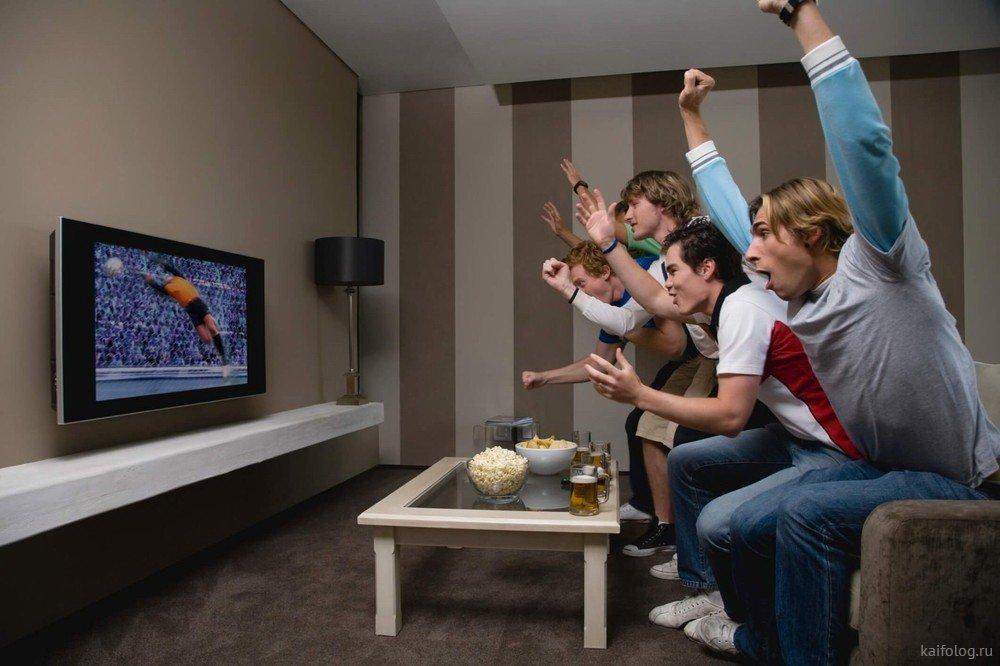 лодки паромы ржачные фото мужчины смотрят футбол потому
