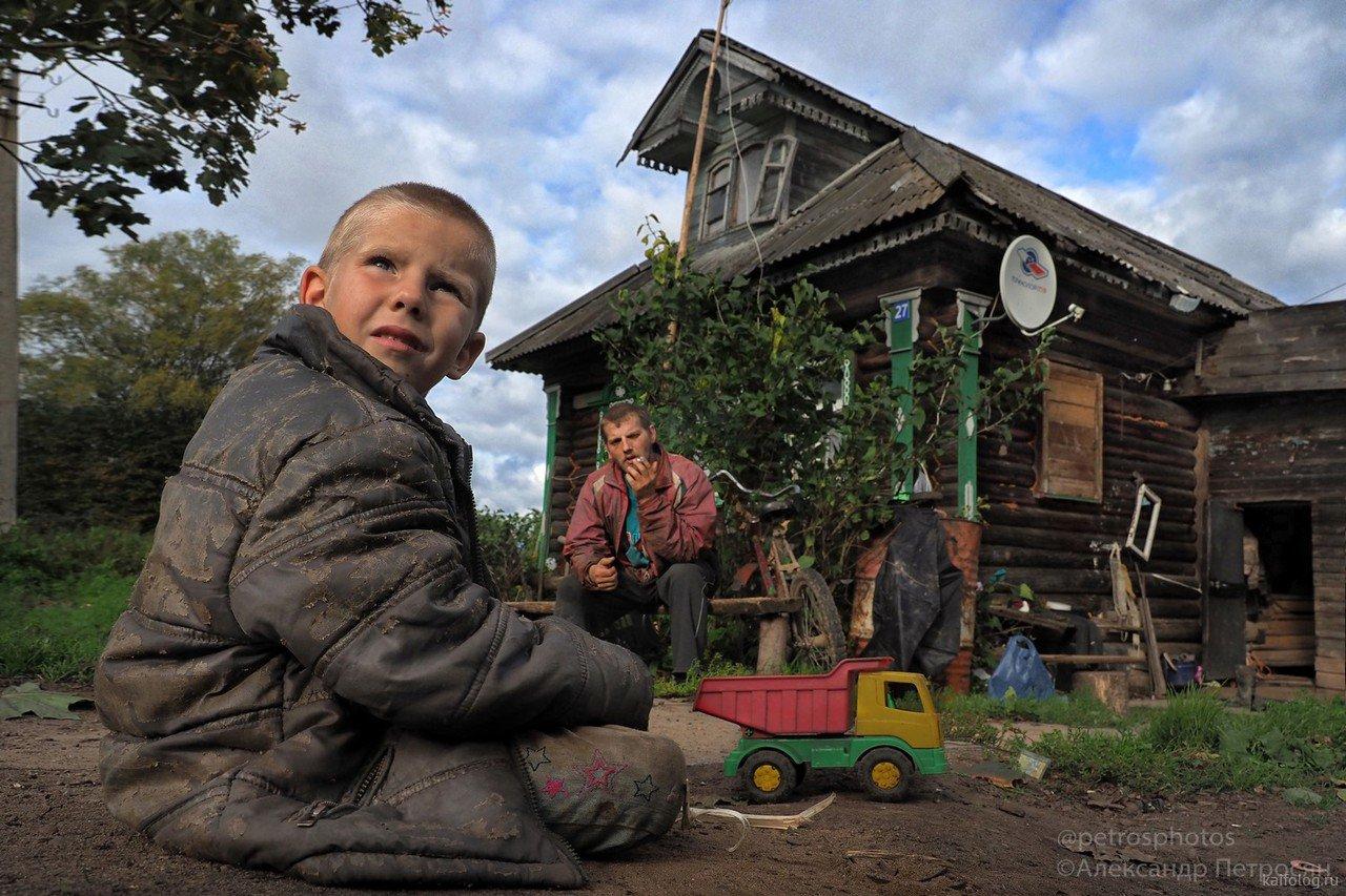 Демографический спад в России. Куда детей? В эту реальность?