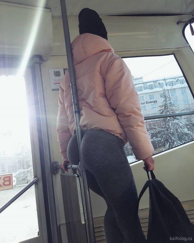 Прикольные пятничные девушки (35 фото)
