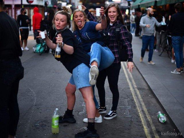 Весёлые девушки на пятницу (35 фото)