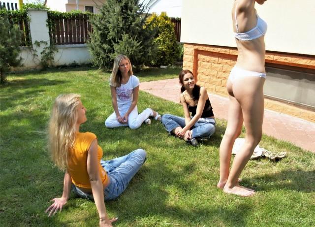 Пятничная подборка приколов про девушек (35 фото)